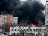 Крупный пожар произошел на складе на юге Москвы