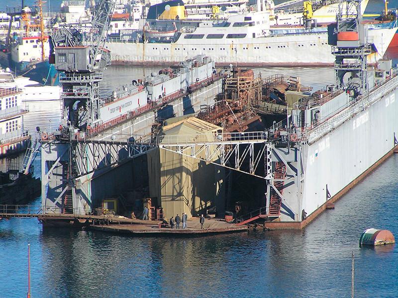 Севастополь, Южная бухта, Подводная лодка Б-380 в плавдоке ПД-16, 10 января 2008 года