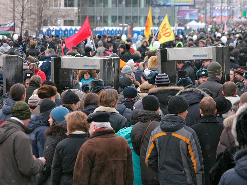 Возможность проведения массовых акций протеста в России с требованиями социально-экономического характера, в частности, в защиту своих прав и против падения уровня жизни, допускают для себя 30% россиян. А Лично участвовать в таких акциях готов каждый четвертый гражданин РФ (25%)