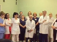 Сами врачи записали видеообращение, в котором заявили, что им не дают работать, и не согласились с тем, что больница не может оказывать помощь пациентам