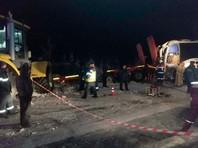 В ХМАО вахтовый автобус столкнулся с тралом: 12 пострадавших