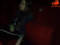 """Посетительница последнего сеанса в """"Соловье"""" приковала себя к креслу в знак протеста против сноса кинотеатра (ФОТО, ВИДЕО)"""