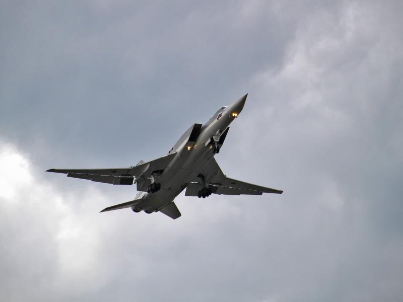 У бомбардировщика Ту-22М отказал двигатель во время полета в Астраханской области