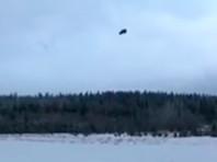 Полиция проверяет видео с падением внедорожника с вертолета в Карелии
