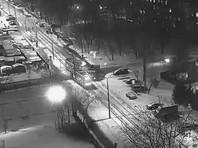В Москве сошел с рельсов протараненный грузовиком трамвай, в числе пострадавших грудной ребенок (ВИДЕО)