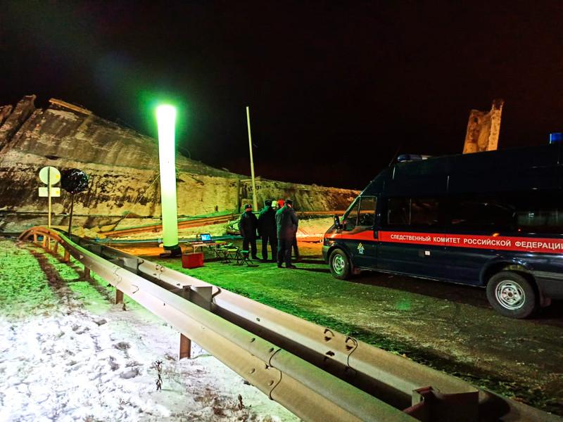 В Оренбурге, где рухнувший мост придавил два автомобиля, введен режим ЧС