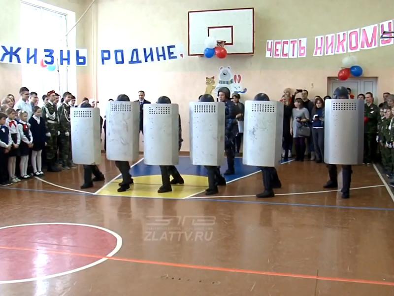 В управлении Федеральной службы исполнения наказаний  по Челябинской области прокомментировали сообщения СМИ о том, что в школе N21 города Златоуста детям во время торжества продемонстрировали умения надзирателей подавлять бунт или демонстрацию, применяя спецсредства