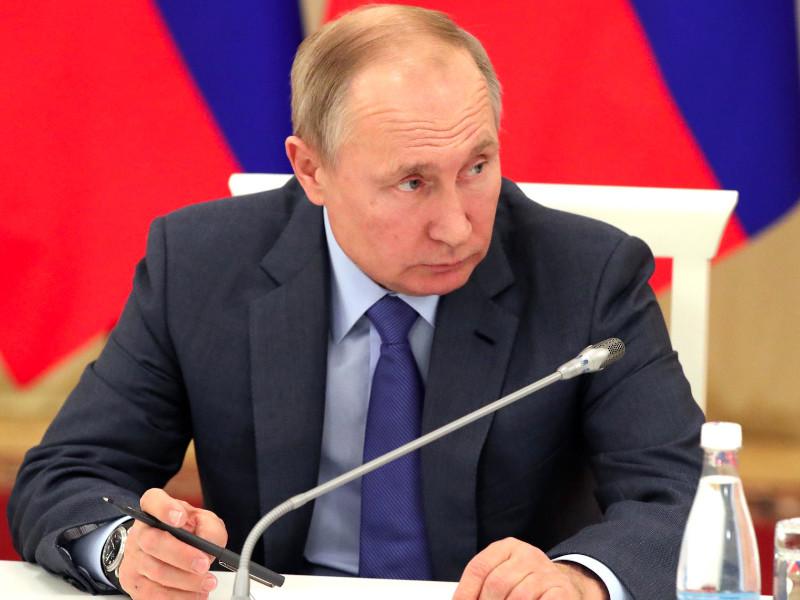 Путин подписал закон о демонстрации нацистской символики при условии осуждения нацизма