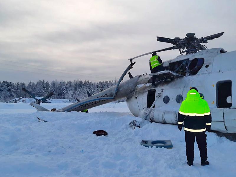 Вертолет Ми-8 с нефтяниками на борту попал в снежный вихрь и опрокинулся на бок в Красноярском крае