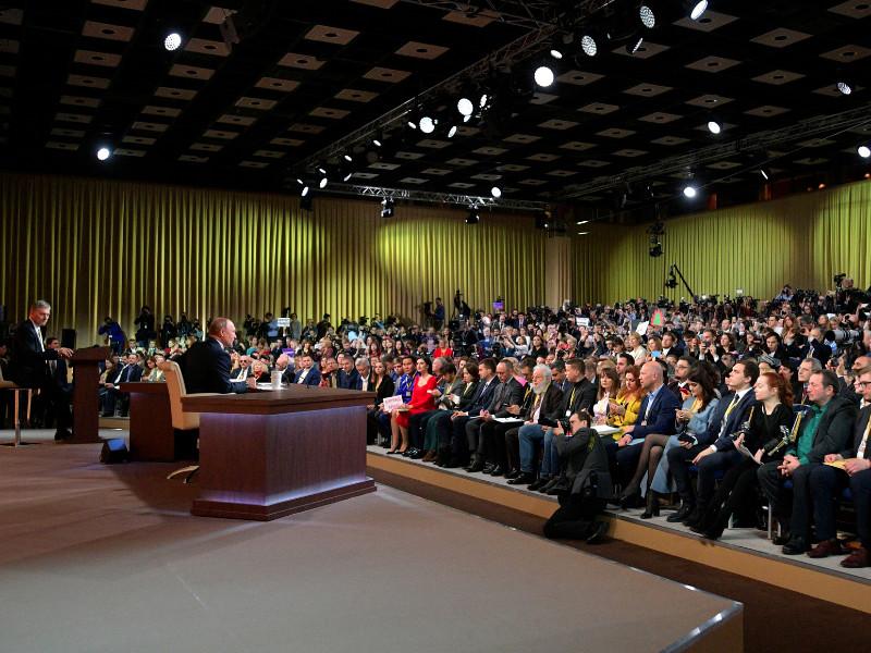В полдень 19 декабря в Центре международной торговли (ЦМТ) в Москве началась традиционная большая пресс-конференция президента России Владимира Путина