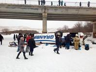 В Забайкалье автобус с пассажирами рухнул с моста в реку