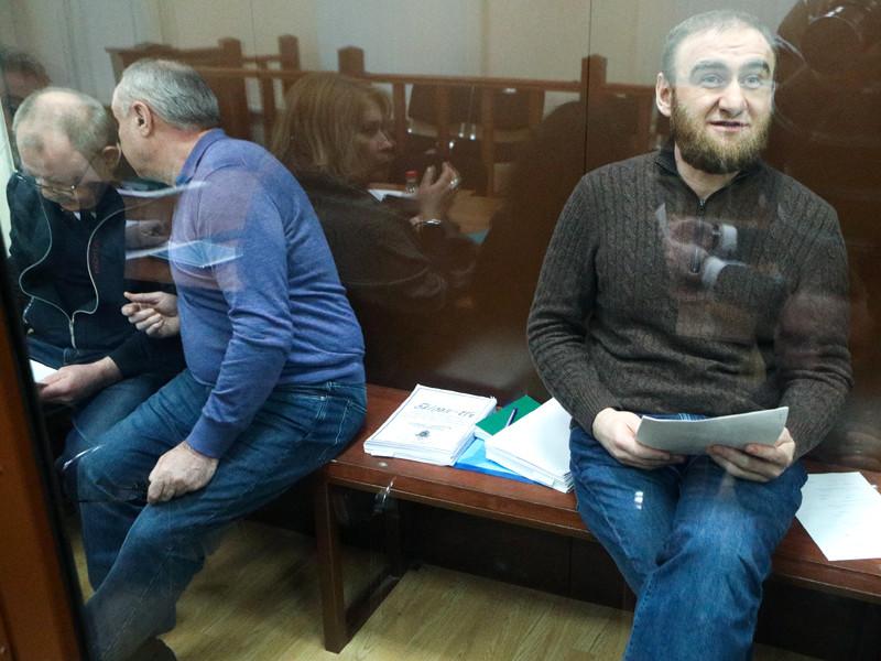 Бывший сенатор от Карачаево-Черкесии Рауф Арашуков (справа)