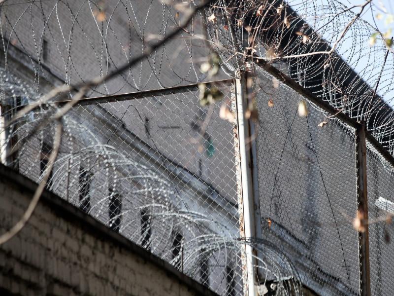 Две трети россиян заявили о наличии политических заключенных в стране, это максимум за 16 лет