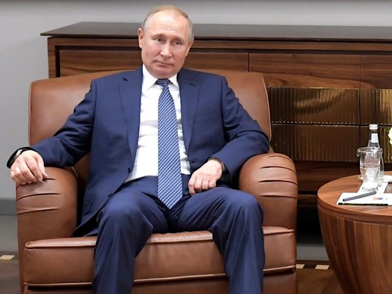 """Журналисты портала """"Проект"""" выяснили, что после 2024 года Владимир Путин может занять должность главы Госсовета, Совета Федерации или Конституционного суда, полномочия которых расширятся после принятия нового варианта Конституции"""