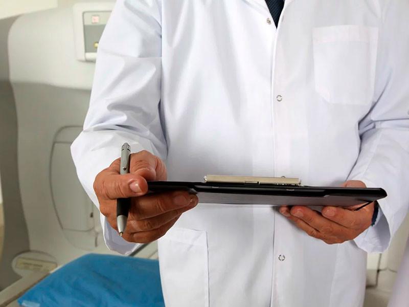 СК занялся скандальной историей из соцсетей о враче, сломавшем жительнице Уссурийска пальцы