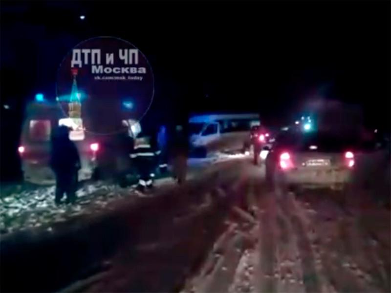 В ДТП с микроавтобусом в Подмосковье пострадали 10 человек