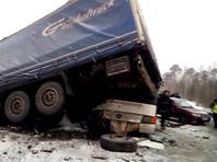 Под Пермью шесть машин столкнулись с автобусом. 12 пострадавших