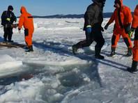 С треснувшего льда на юго-востоке Сахалина в третий раз за неделю эвакуируют сотни рыбаков (ВИДЕО)