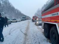 """В момент аварии в автобусе находились 10 человек. ДТП произошло около 09:00 на 414-м км трассы М-7 """"Волга"""""""