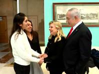 Нааму Иссахар привезли в московский аэропорт Внуково прямо из колонии, и уже в аэропорту она встретилась со своей матерью, Яффой Иссахар. Позже к матери и дочери присоединились супруги Нетаньяху