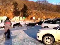 В Приморье достали 29 автомобилей, которые провалились под лед