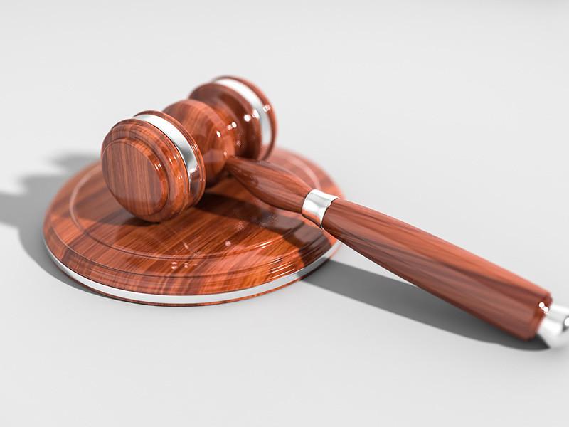 В Центральном районном суде Кемерова начали судить бывшего вице-губернатора Кузбасса по ТЭК Евгения Хлебунова. Его обвиняют в том, что он вынуждал угольную компанию взять на себя невыгодные для нее расходы в рамках социально-экономического сотрудничества