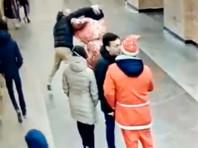 Рэп-баттл с участием Деда Мороза в петербургском метро обернулся дракой и стрельбой (ВИДЕО)