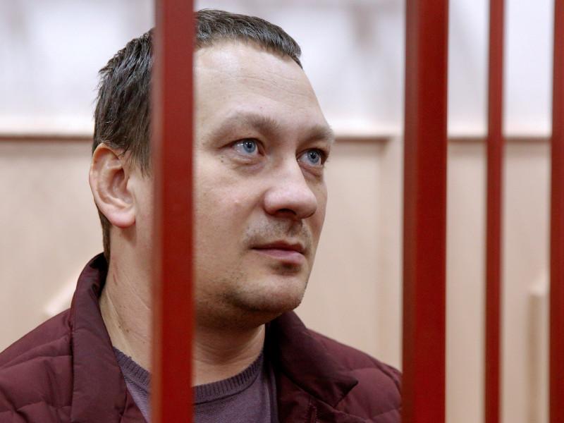 Следствие считает, что начальник отделения УВД по ЗАО Москвы Игорь Ляховец создал преступную группу из сотрудников полиции, которые задержали Голунова ради повышения по службе, улучшения показателей раскрываемости и получения наград
