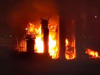 Площадь пожара составляет 1 тыс. кв. м. Огнем охвачена одна из установок по переработке дизельного топлива (установка гидродепарафинизации дизтоплива)