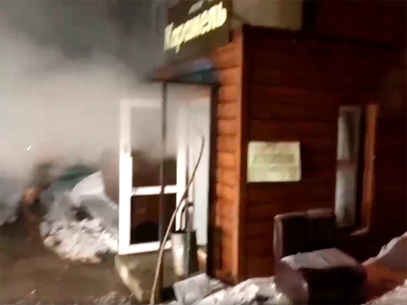 """Ночью 20 января в мини-отеле """"Карамель"""", расположенном в подвале жилой пятиэтажки в Индустриальном районе Перми, из-за прорыва трубопровода с горячей водой было затоплено помещение"""