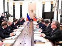 Путин поручил отбирать лицензии у аптек, которые завышают цены в связи с коронавирусом