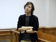 Суд снова оштрафовал дизайнера, которому полицейские сломали ногу на Тверской перед акцией 27 июля
