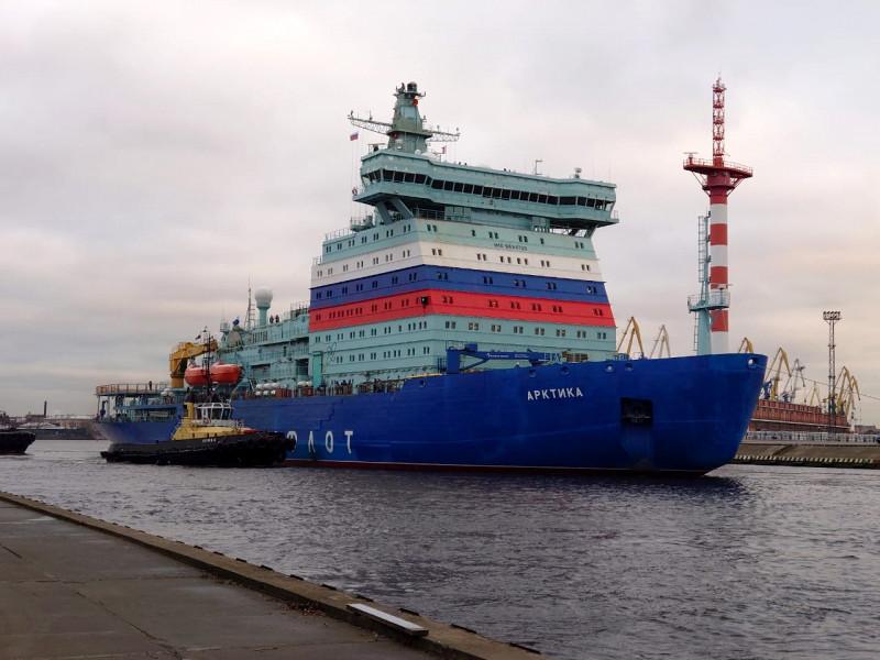 """На ледоколе """"Арктика"""" три гребных вала, на каждом установлены два двигателя по 10 МВт. Из строя вышел один из них"""