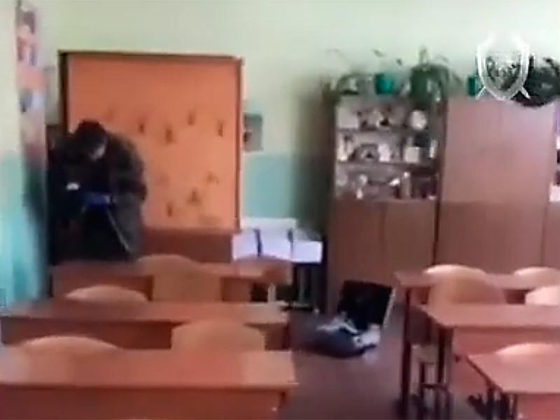 Подросток в одной из школ Ульяновска напал с кухонным ножом на учительницу, женщина госпитализирована с проникающий ранением живота. По факту нападения следственные органы возбудили уголовное дело о покушении на убийство
