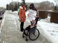 Житель села Богучаны Красноярского края Никита Рукосуев вышел на одиночный пикет в Красноярске перед зданием краевой администрации