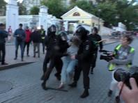 10 августа 2019 года, во время митинга, полицейский ударил Дарью Сосновскую в живот, а затем по голове. Видео инцидента распространили в интернете очевидцы, оно вызвало общественный резонанс