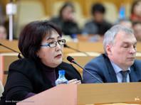 """В Якутии депутат Сулустана Мыраан сложила с себя полномочия в знак несогласия с """"антиконституционными"""" поправками"""