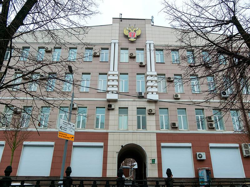 Минздрав России в своих новых рекомендациях по профилактике, диагностике и лечению коронавируса нового типа COVID-19, обнародованных в пятницу, 27 марта, потребовал от всех регионов России хоронить погибших от коронавируса граждан в закрытых гробах