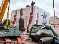 В Москве на Манежной кто-то поменял памятник маршалу Жукову