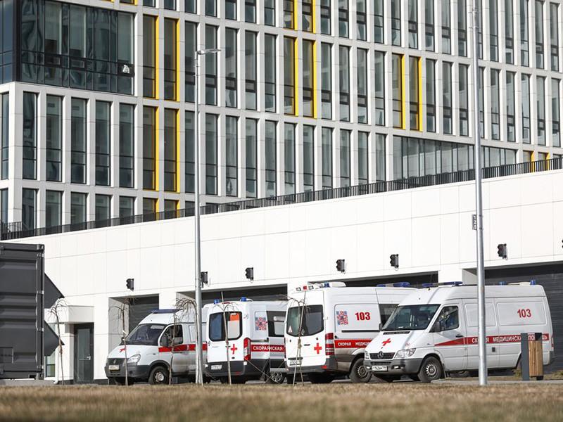 В медицинском центре Коммунарки, куда госпитализируют пациентов с подозрением на коронавирус, скончалась женщина, доставленная туда из-за контакта с дочерью, недавно вернувшейся из эпидемиологически неблагополучной страны