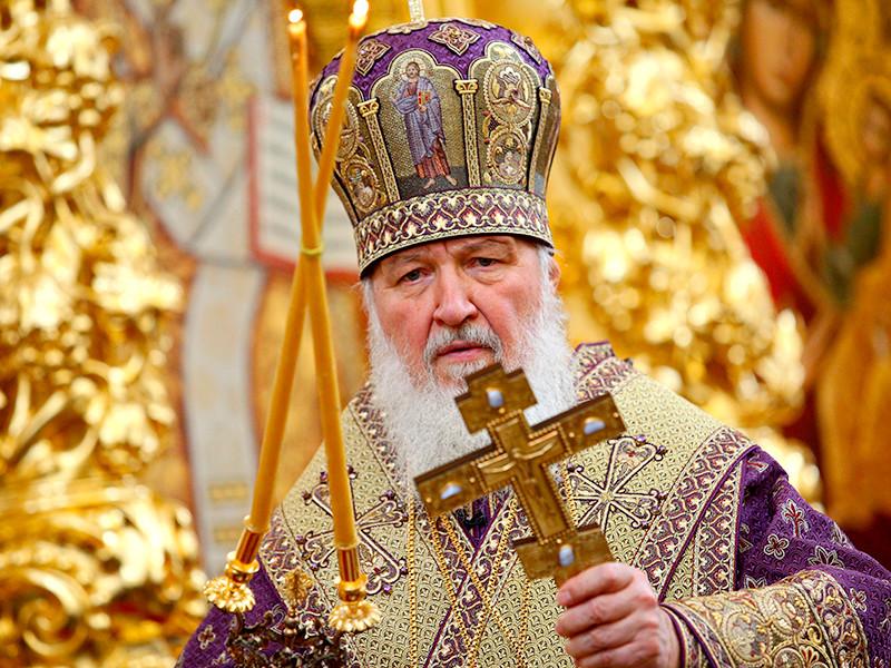 Патриарх Московский и всея Руси Кирилл утвердил тексты специальных молитв и прошений в связи с угрозой новой коронавирусной инфекции. Их будут читать во всех православных храмах на фоне распространения коронавируса