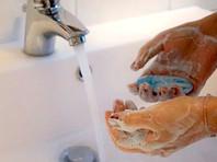 Роспотребнадзор посоветовал мыть руки после оплаты покупок наличными или картой