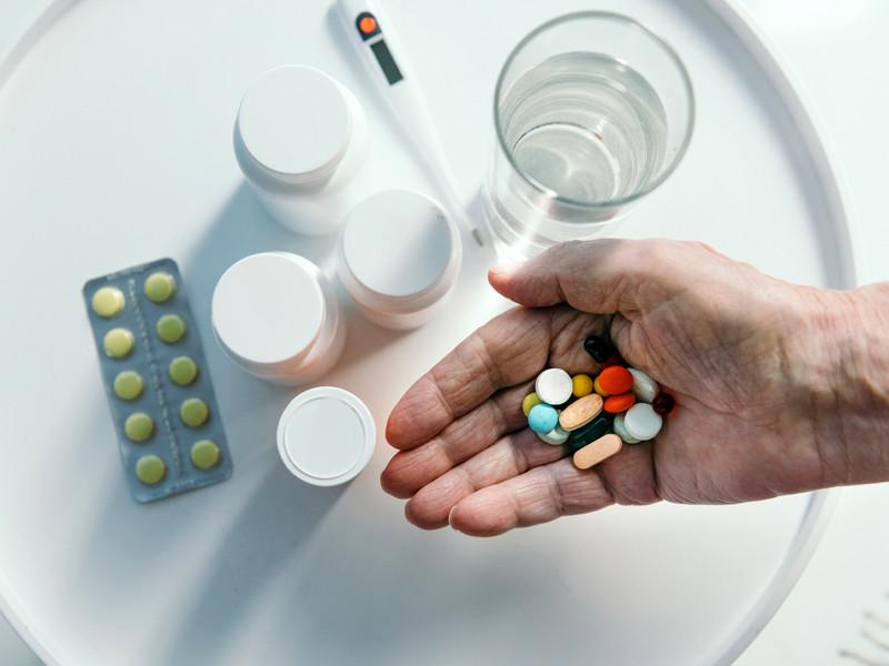 Российский Минздрав опубликовал список возможных лекарств для лечения COVID-19 у взрослых