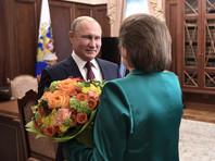 """Обосновывая свою позицию, Терешкова говорила о том, что при обсуждении поправок, касающихся должности президента, """"кто-то выступал за Путина, кто-то выступал за обновление"""". """"Но нужно, чтобы все-таки Путин был рядом - вдруг пойдет что-то не так? Он может поддержать, помочь, подстраховать. Отсюда так много разговоров и о Совбезе, Госсовете, Конституционном суде и Совете Федерации"""", - считает она"""
