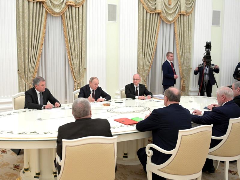 Владимир Путин на встрече с председателем Госдумы и руководителями фракций