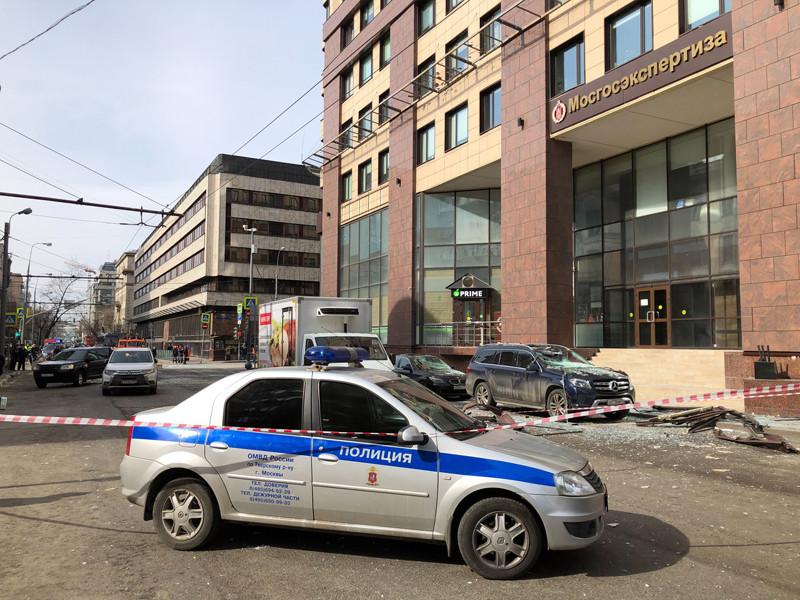 """В Москве в здании бизнес-центра """"Панорама"""" на 2-й Брестской улице произошел взрыв. Бизнес-центр находится неподалеку от посольства Словакии"""