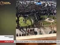 Жители Владикавказа устроили стихийный митинг против режима самоизоляции, потребовав отставки главы республики Северная Осетия Вячеслава Битарова и всего республиканского правительства