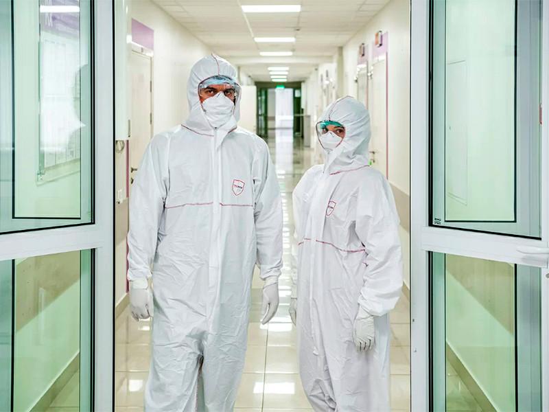 Пик распространения инфекции в России еще не пройден, число случаев заражения растет не только в Москве, но и в других регионах. Решение о дальнейших мерах по борьбе с коронавирусной инфекцией в России будет принято на следующей неделе