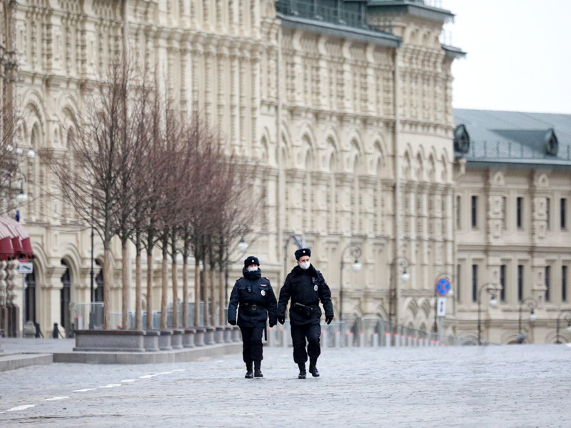 О планах по введению в Москве системы пропусков власти говорили еще в марте, однако 2 апреля Собянин заявил, что большинство жителей столицы добросовестно выполняют требование оставаться дома, а потому пропускной режим решено пока не вводить