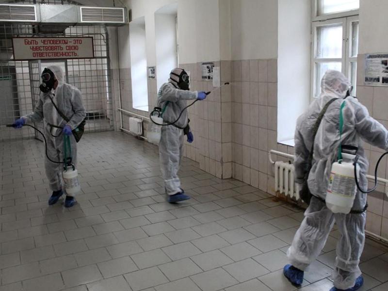 Во всех учреждениях уголовно-исполнительной системы города Москвы был организован санитарный день с проведением дезинфекции – орошением поверхностей в помещениях дезинфекционными средствами и последующей влажной уборкой, проветриванием и кварцеванием